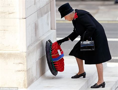 Sneakers Lay 453 the returns to royal duties at buckingham palace daily mail