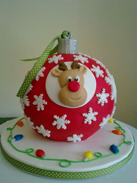 natal 2013 tree bauble carrot cake decorated