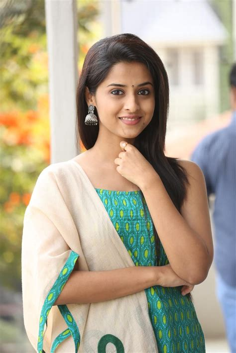 telugu heroine photos and details tamil film actress arthana binu cute pictures thondan