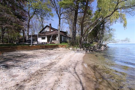 Lake Simcoe Cottage Rental by Lake Simcoe Cottage Right On The Waterfront