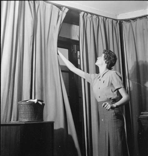 ww2 blackout curtains file air raid precautions and civil defence in wartime