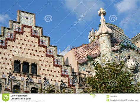 casa cer barcelona as partes superiores de duas casas famosas em barcelona
