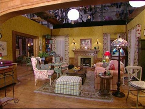 gilmore living room 1000 ideas about gilmore house on dragonfly inn gilmore and hollow