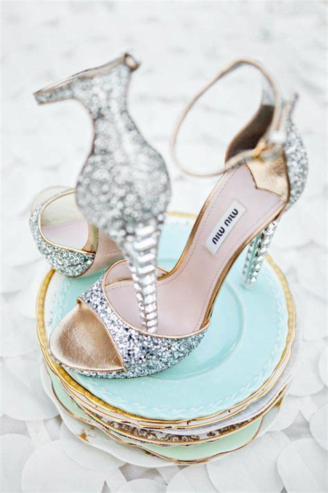 sparkly wedding shoes on eweddinginspiration