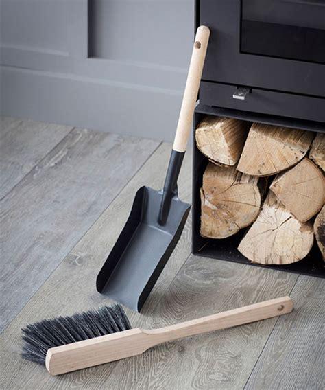 STORE   Classic Dustpan and Brush Set