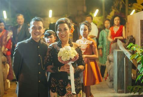Gaun Pengantin Ballgown Tanpa Ekor konsep pernikahan kasual untuk suasana santai weddingku