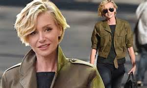 portia hair company portia de rossi cuts a stylish figure in skinny jeans and