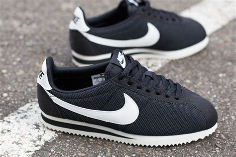 Nike Cortez Clasic nike wmns classic cortez leather sneakers addict