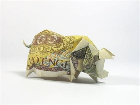 Dollar Origami Pig - 22 awesome origami models folded using paper money