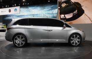 Chrysler Town And Country Redesign 2016 Chrysler 100 Sedan Will Compete With Ford Focus