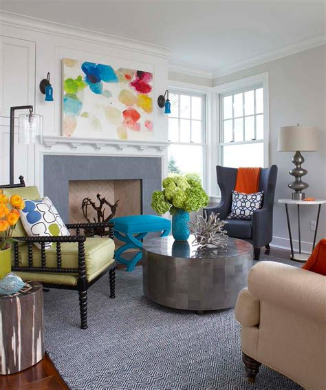 bright dash of wall color in an eclectic living room le tableau d 233 co embellit les murs et transforme l ambiance