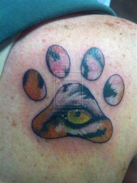 tiger paw tattoo 25 best ideas about tiger print tattoos on