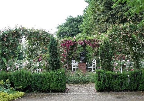 Garten Im Jugendstil Um 1912 Mit Bronzeplastik Als