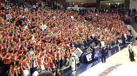 gonzaga student section gonzaga university fans at the kennel youtube