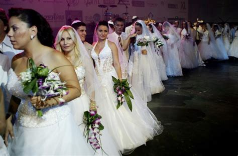 one marriage in tel aviv books stunning mass weddings photos captions international
