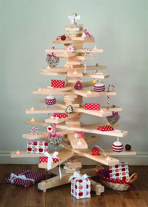 traditionelle weihnachtsbaum dekorieren ideen lustige deko f 252 r weihnachten aus preiswerten materialien