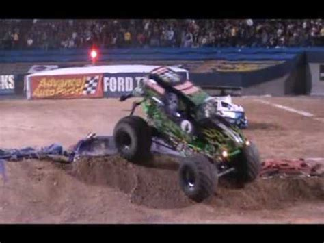 monster truck show in el paso tx grave digger monster jam freestyle sat 03 06 10 utep sun
