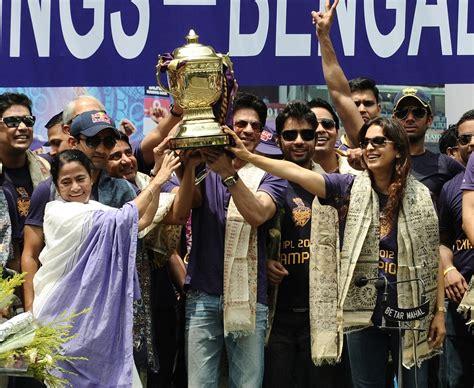gl ang kkr team image ipl 7 winners kolkata knight riders given royal