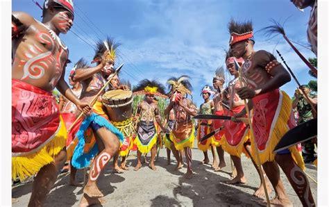 Regu Biak budaya indonesia memang luar biasa tari selamat datang