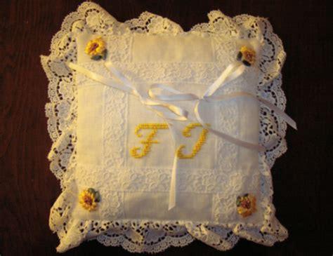 cuscino fai da te cuscino fedi giallo e bianco 3262 sposalicious