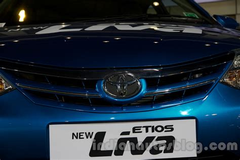 Cover Lis Grill Toyota Etios report toyota etios liva facelifts launched in india