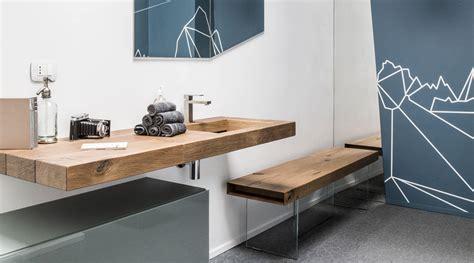 mobili moderni in legno bagno moderno con lavandino in legno grezzo lago