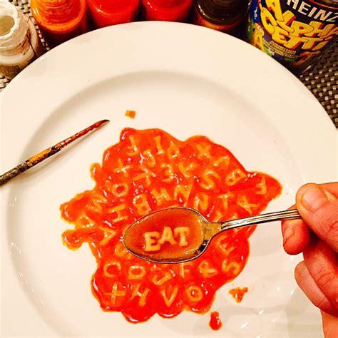 lukisan photorealistic diatas piring makan berita viral