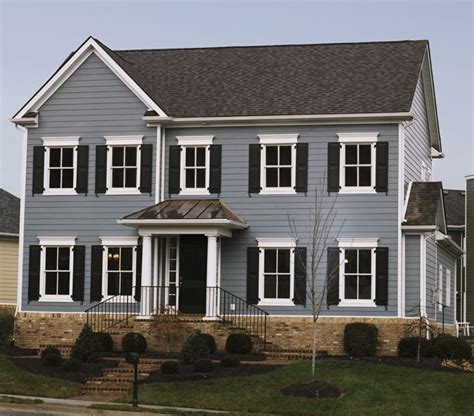 houses with blue siding boothbay blue with arctic white trim house exteriors pinterest blue siding