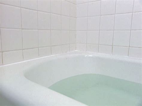 Caulk Bathtub by How To Re Caulk A Bathtub How Tos Diy