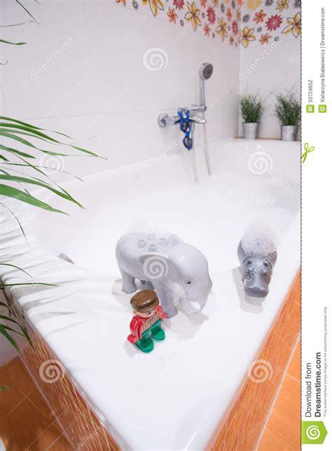 jouets de l eau sur la baignoire photo stock image 53724652