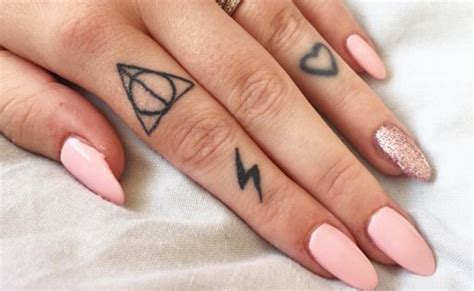 finger tattoo uk finger tattoos pictures tattoo collections