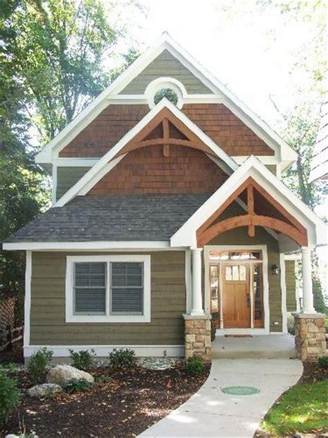 Lake Cottage Paint Colors by 25 Best Ideas About Cottage Exterior Colors On