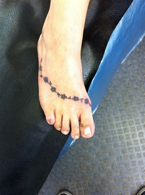 daisy chain ankle tattoo designs chain on foot tattoos book 65 000 tattoos