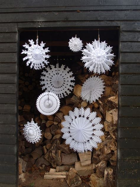 decorating for winter how to use snowflakes in winter d 233 cor 36 ideas digsdigs