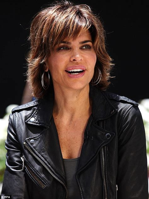 what products does lisa renna use on her hair lisa rinna steps out displaying unattractive toenails as