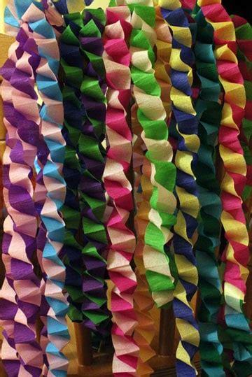 cadenas en papel como hacer cadenetas o cadenas de papel crepe para fiestas