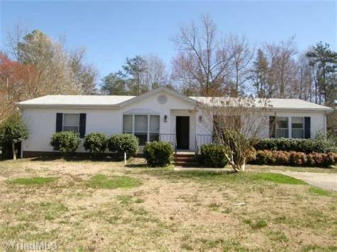 Houses For Sale Greensboro Nc by 5605 Greywood Dr Greensboro Carolina 27406