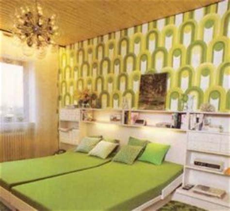 sitzsack und flokati fototapete und schrankbett essen - Schlafzimmer 70er Stil
