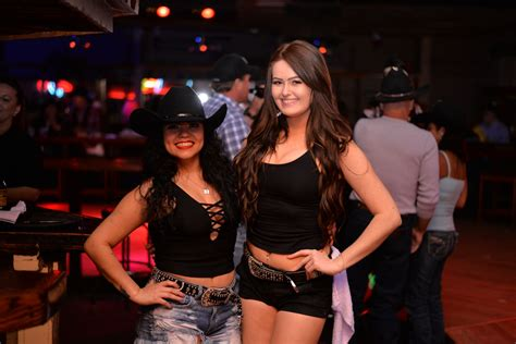 swing ers photos saturday at midnight rodeo was the place to