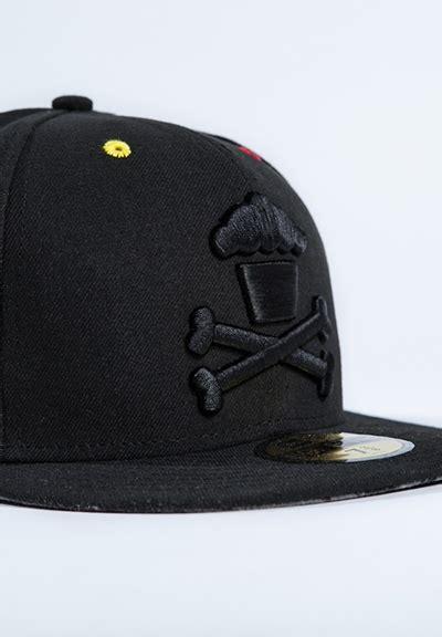 Topi Baseball Cap Smile johnny cupcakes black crossbones with colored eyelits new
