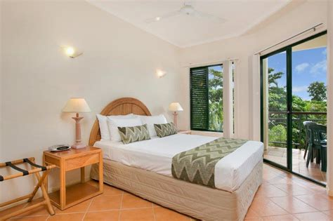 1 bedroom apartment cairns cairns apartments tropic towers apartments cairns