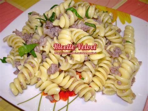 paste veloci da cucinare pasta fredda con salsiccia e basilico ricette veloci di