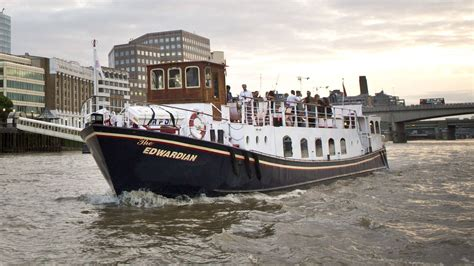 thames river cruise edwardian new year s eve thames cruise 2017 dinner fireworks