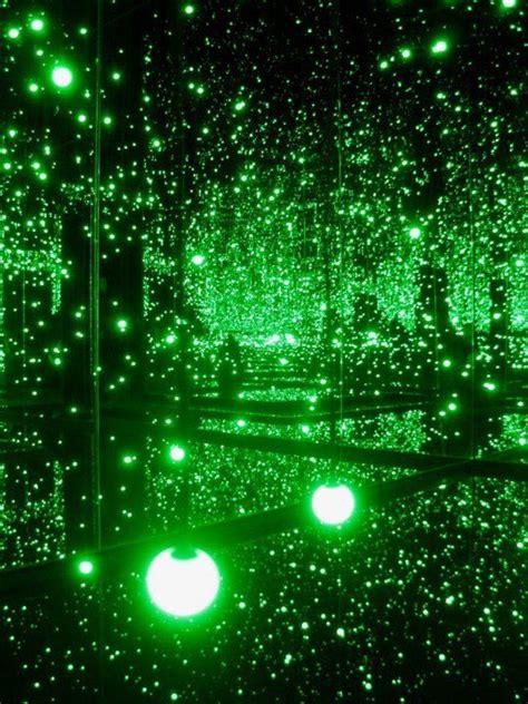 Obat Diet Dokter Bodha infinite mirrored room installation by yayoi kusama
