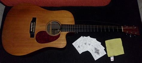 tutorial gitar listrik cara string sebuah gitar akustik rockbeat