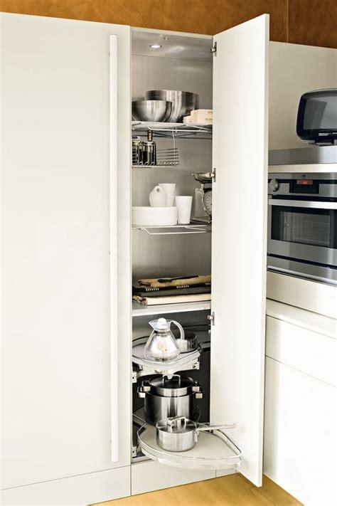 hauteur colonne cuisine meuble d angle cuisine moderne et rangements rotatifs en
