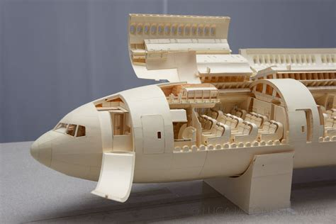 Kertas Manila an insanely detailed boeing 777 airliner made from only manilla folders
