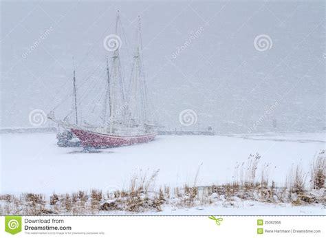 imagenes de barcos en tempestades dos barcos de navegaci 243 n atrapados en una tempestad de