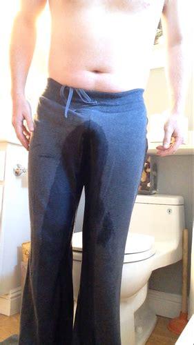 arriving home desperate  pee male omoorg