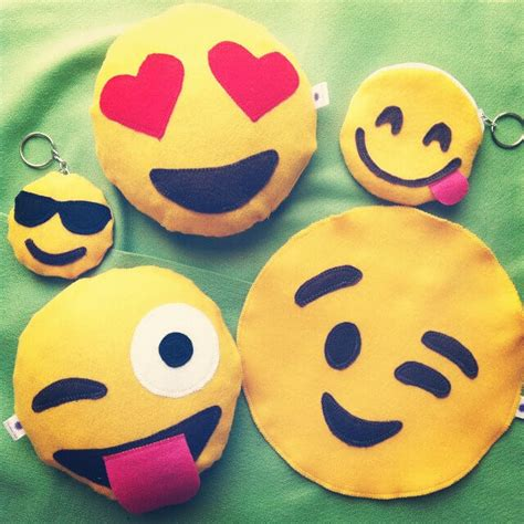whatsapp emoticons wallpaper smiley wallpapers for whatsapp impremedia net